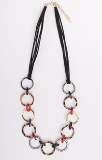 Collier liens et anneaux entremêlés